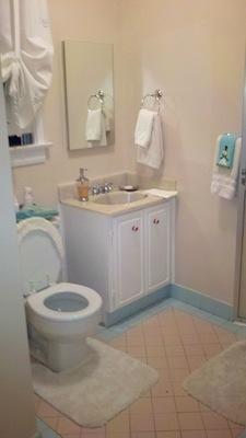 Midcentury Bathroom - BEFORE