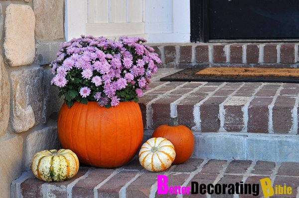 betterdecoratingbible._com_2011_10_10_diy-halloween-weekend-project-pumpkin-planters_